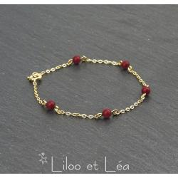 BRACELET 5 PERLES EN CORAIL ROUGE, PLAQUÉ OR GOLD FILLED 14 carats